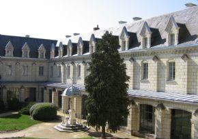 Maisons de retraite et Ehpad à St Hilaire St Florent 49