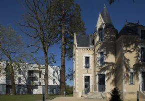 Photo RESIDENCE DOMITYS - LE CHATEAU DES PLANS à 79200 PARTHENAY places disponibles